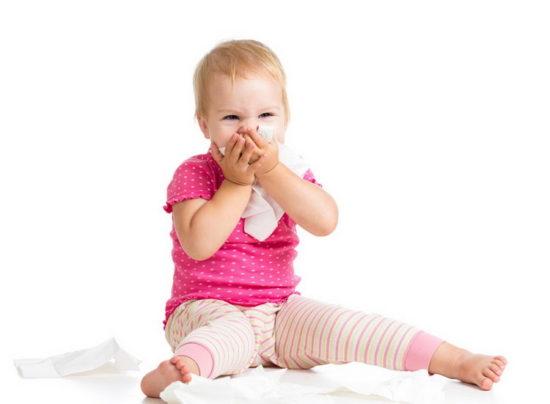 У ребенка болит горло: уход и лечение