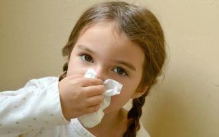 У ребенка течет кровь из носа: причины и первая помощь