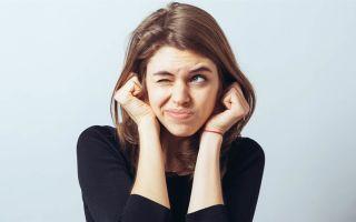 Щелчки в ухе: причины и симптомы
