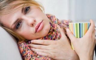 С чем связано появление налета на миндалинах у ребенка без температуры?
