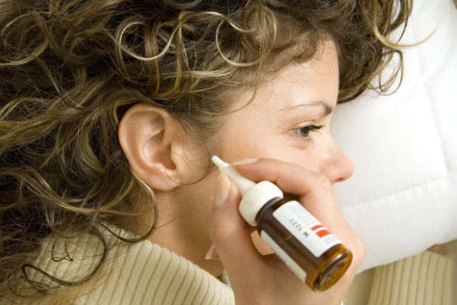 Закапывание уха борной кислотой