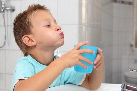 как лечить горло ребенку